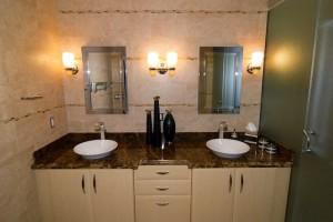 Badeinrichtung mit Badezimmermöbel