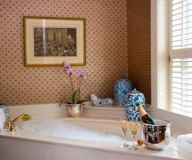 Möblierung des Badezimmers