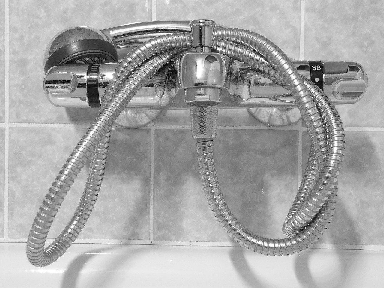 Welche Vorteile hat die Thermostatmischarmatur unter der Dusche?